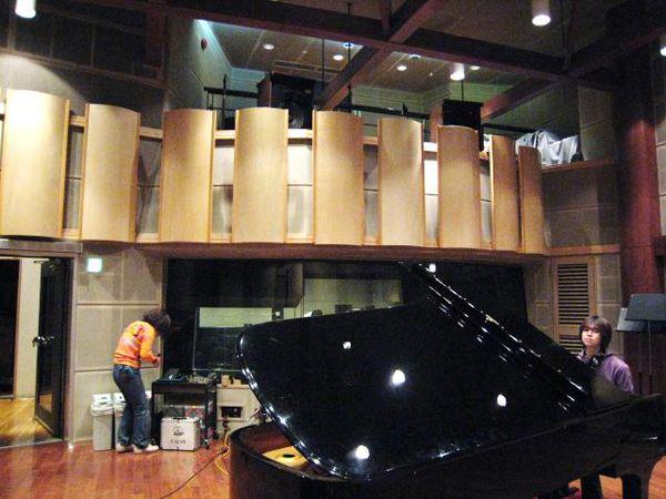 50人のオーケストラも録音出来るプロ用スタジオで録音します。